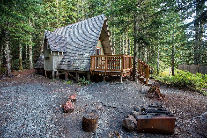 Mt hood cabin rentals lost lake resort oregon for Forest service cabins oregon